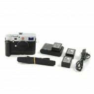 Leica M (Typ 240) Silver + Multifunction Handgrip M